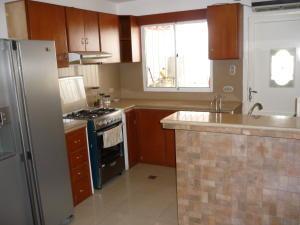 Apartamento En Venta En Ciudad Ojeda, La 'l', Venezuela, VE RAH: 16-19674