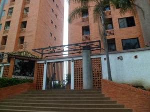 Apartamento En Venta En Valencia, Los Mangos, Venezuela, VE RAH: 16-19718