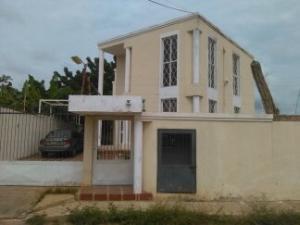 Casa En Venta En Ciudad Ojeda, Calle Piar, Venezuela, VE RAH: 16-19714
