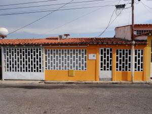 Casa En Venta En Cabudare, Parroquia José Gregorio, Venezuela, VE RAH: 16-19769