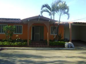 Casa En Venta En Cabudare, Parroquia José Gregorio, Venezuela, VE RAH: 16-19774