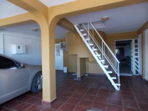 Casa En Venta En Punto Fijo, Puerta Maraven, Venezuela, VE RAH: 16-19833