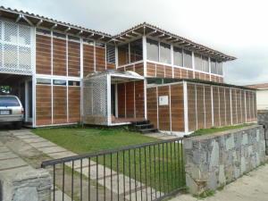 Casa En Venta En San Antonio De Los Altos, Los Castores, Venezuela, VE RAH: 16-20014