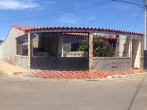 Casa En Venta En Punto Fijo, Pedro Manuel Arcaya, Venezuela, VE RAH: 16-19866