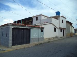 Casa En Venta En Cabudare, La Puerta, Venezuela, VE RAH: 16-19888