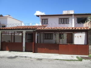 Casa En Venta En Caracas, El Marques, Venezuela, VE RAH: 16-19890