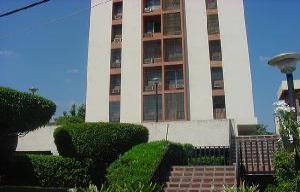 Apartamento En Venta En Maracaibo, Avenida El Milagro, Venezuela, VE RAH: 16-19917