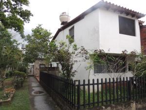 Casa En Venta En Guatire, La Rosa, Venezuela, VE RAH: 16-19956