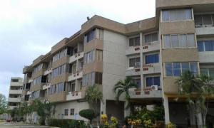 Apartamento En Venta En Higuerote, Club Campestre El Paraiso, Venezuela, VE RAH: 16-20049