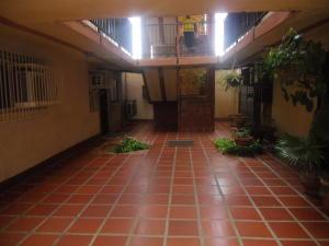 Apartamento En Venta En Maracaibo, Avenida Goajira, Venezuela, VE RAH: 16-20090