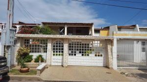 Casa En Venta En Maracaibo, Lago Mar Beach, Venezuela, VE RAH: 16-20150