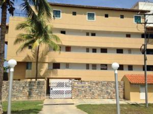 Apartamento En Venta En Boca De Aroa, Boca De Aroa, Venezuela, VE RAH: 16-20154