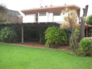 Casa En Venta En Caracas, El Marques, Venezuela, VE RAH: 16-20156