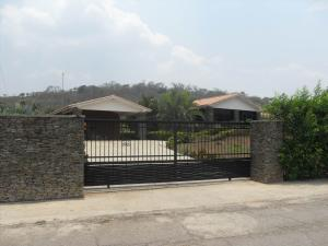 Casa En Venta En Valencia, Safari Country Club, Venezuela, VE RAH: 16-20152