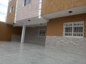 Casa En Venta En Punto Fijo, Puerta Maraven, Venezuela, VE RAH: 16-20227