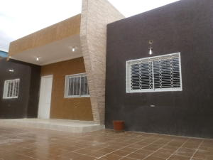 Casa En Venta En Punto Fijo, Puerta Maraven, Venezuela, VE RAH: 16-20228