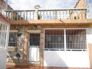 Casa En Venta En Valencia, La Isabelica, Venezuela, VE RAH: 16-20257