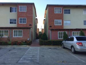 Apartamento En Venta En Guatire, Valle Grande, Venezuela, VE RAH: 17-298