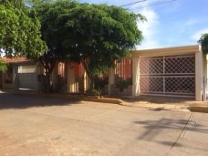 Townhouse En Venta En Maracaibo, Via Aeropuerto, Venezuela, VE RAH: 16-20296