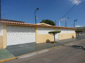 Casa En Venta En Maracaibo, La Rotaria, Venezuela, VE RAH: 16-20308