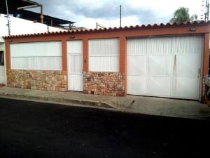 Casa En Venta En Maracay, Santa Rita, Venezuela, VE RAH: 16-20306