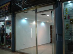 Local Comercial En Venta En Maracay, Avenida Bolivar, Venezuela, VE RAH: 16-20326