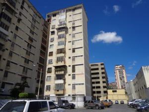 Apartamento En Venta En Caracas, San Martin, Venezuela, VE RAH: 16-20379
