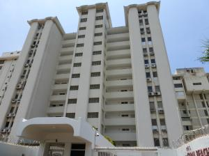 Apartamento En Venta En Parroquia Caraballeda, Los Corales, Venezuela, VE RAH: 16-20365