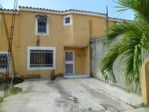 Townhouse En Venta En Cua, Villa Falcon, Venezuela, VE RAH: 16-20368