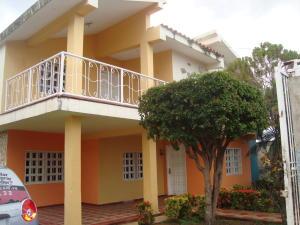 Casa En Venta En Ciudad Ojeda, Avenida Vargas, Venezuela, VE RAH: 16-20369