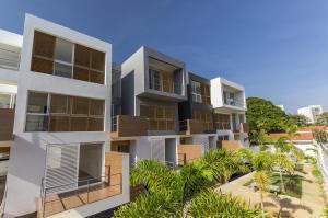 Townhouse En Venta En Maracaibo, Creole, Venezuela, VE RAH: 16-20398