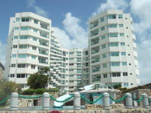 Apartamento En Venta En Tucacas, Tucacas, Venezuela, VE RAH: 16-20412