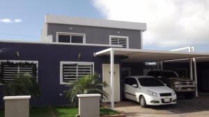 Casa En Venta En Punto Fijo, Puerta Maraven, Venezuela, VE RAH: 17-11