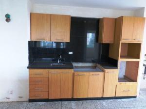 Apartamento En Venta En Maracaibo, La Lago, Venezuela, VE RAH: 17-5