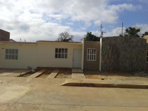 Townhouse En Venta En Municipio San Francisco, La Coromoto, Venezuela, VE RAH: 17-22