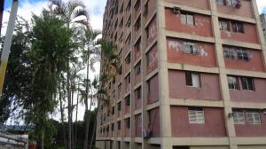 Apartamento En Venta En Caracas, Coche, Venezuela, VE RAH: 17-25