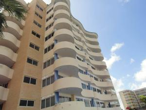 Apartamento En Venta En Higuerote, Puerto Encantado, Venezuela, VE RAH: 17-37