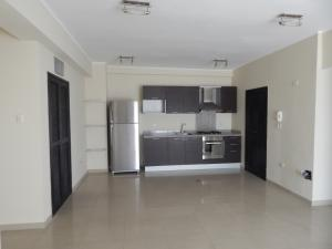 Apartamento En Venta En Maracaibo, La Lago, Venezuela, VE RAH: 17-66