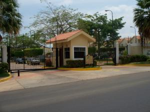 Townhouse En Ventaen Maracaibo, Avenida Milagro Norte, Venezuela, VE RAH: 17-86