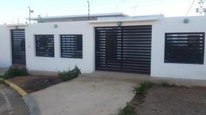 Casa En Venta En Punto Fijo, Judibana, Venezuela, VE RAH: 17-83
