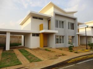 Townhouse En Venta En Maracaibo, Via Aeropuerto, Venezuela, VE RAH: 17-92