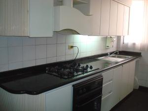 Apartamento En Venta En Maracaibo, La Lago, Venezuela, VE RAH: 17-97