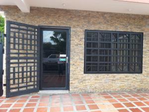 Local Comercial En Alquiler En Maracaibo, Las Delicias, Venezuela, VE RAH: 17-354