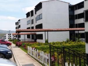 Apartamento En Venta En Los Teques, Municipio Guaicaipuro, Venezuela, VE RAH: 17-136
