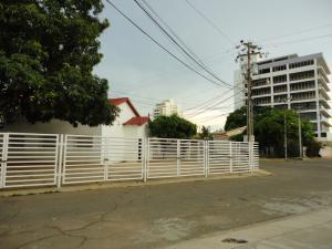 Local Comercial En Venta En Maracaibo, Las Mercedes, Venezuela, VE RAH: 17-133
