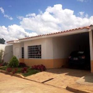 Casa En Venta En El Tigre, Sector Avenida Jesus Subero, Venezuela, VE RAH: 17-312