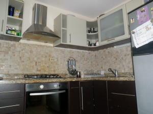 Apartamento En Venta En Punto Fijo, Santa Irene, Venezuela, VE RAH: 17-146
