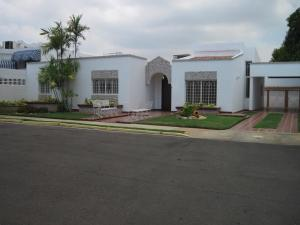 Townhouse En Venta En Maracaibo, Fuerzas Armadas, Venezuela, VE RAH: 17-160