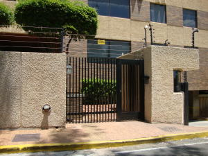Apartamento En Venta En Maracaibo, Banco Mara, Venezuela, VE RAH: 17-162