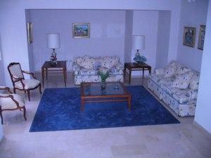 Apartamento En Venta En Maracaibo, Avenida El Milagro, Venezuela, VE RAH: 17-299